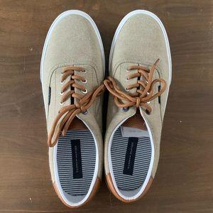 NWOT Tommy Hilfiger Shoes